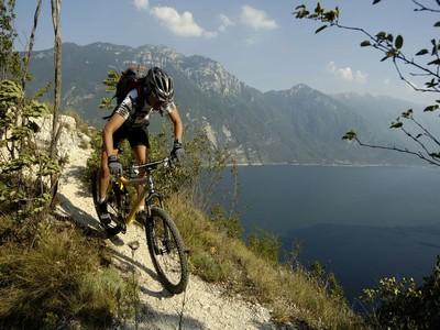 troppe-bici-sui-sentieri-mountain-bike-sul-lago-di-garda1