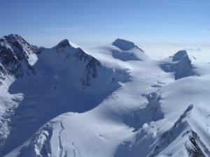 800px-Gruppo-del-Monte-Rosa-Foto-Guide-alpine-Italiane-300x225.jpg