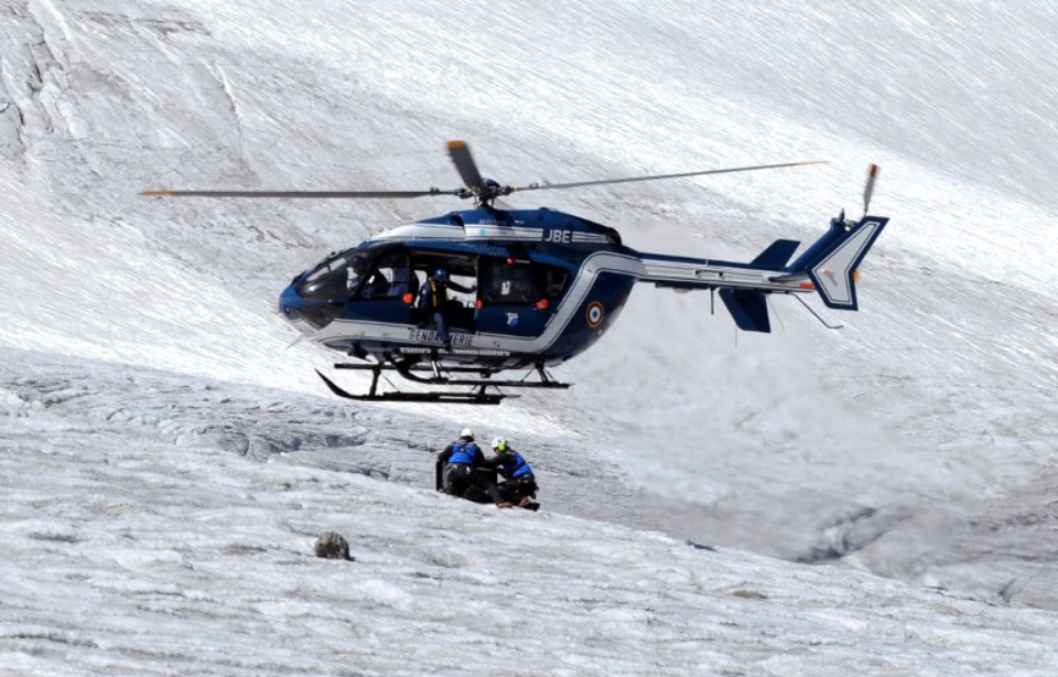 960x614_helicoptere-peloton-gendarmerie-haute-montagne-illustration.jpg